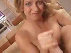Блондинка дрочит парню