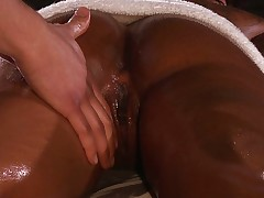 Massaging black babe Leilani Leeane