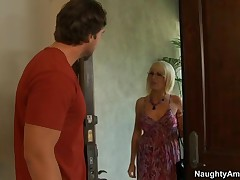 Sindi Star Vs Rocco Reed - Seduced By A Cougar - What Rocco Doesnt Know Is That Cougars Are Much Bet