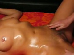 Great Body Gets An Oily Massage